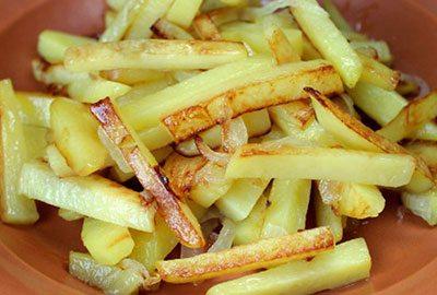 Жареная картошка с карри и корицей