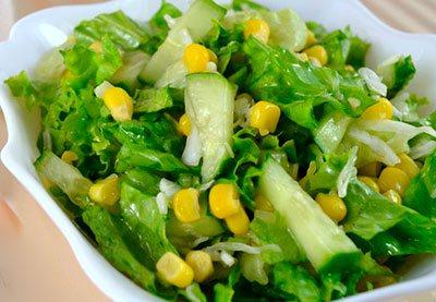 Листовой салат с кукурузой