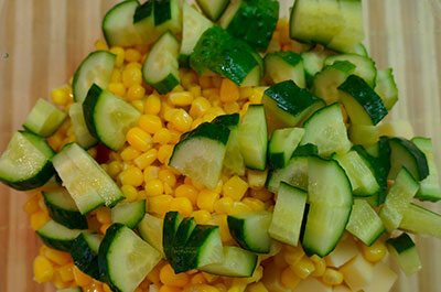 Кукуруза с огурцами