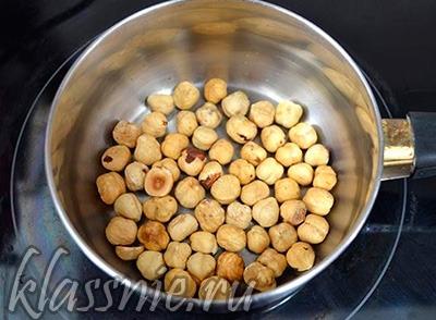 Орехи на сковороде