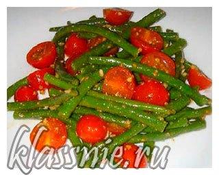 Зеленая фасоль с томатами