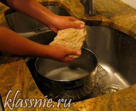 промыть тесто