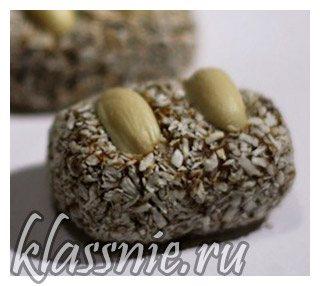 Сыроедческие конфеты из фиников и орехов