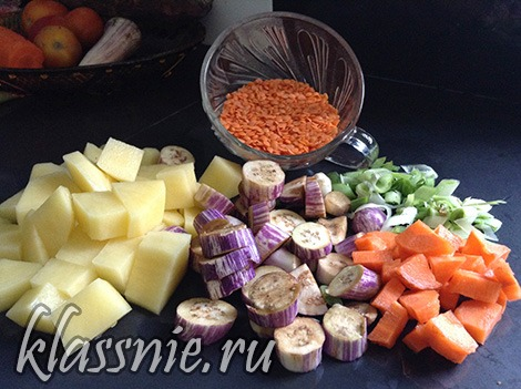 Сытный овощной суп с чечевицей