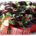Летний салат из арбуза с сыром фета