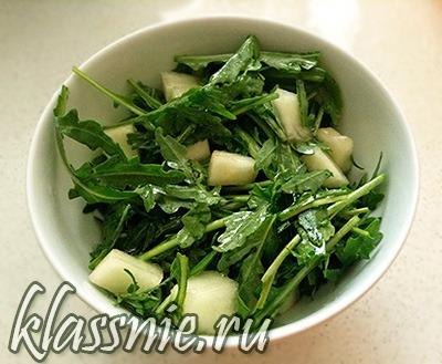 Веганский салат с рукколой