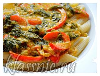 Паста Пенне с помидорами и шпинатом