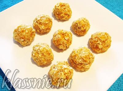 Конфеты из кураги и овсянки с кокосовой стружкой