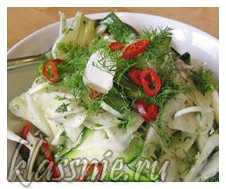 Салат со свежим фенхелем и кабачком
