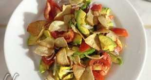 Салат из авокадо с чипсами