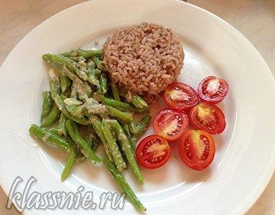 Спаржевая фасоль под чесночно-сливочным соусом