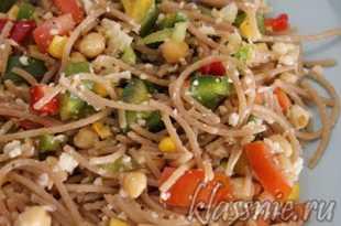 Салат со спагетти и овощами
