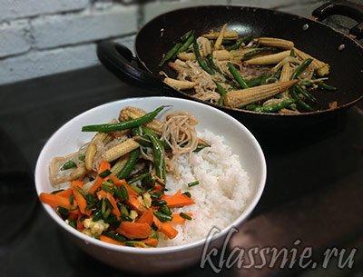 Рис с овощами и свежим салатом