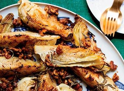Печеная капуста с орехами в духовке