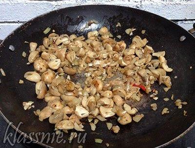 Жареные грибы и лук