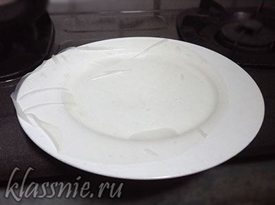 Рисовая бумага на тарелке