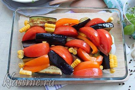 Выкладываем овощи на противеньь