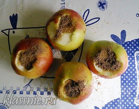 Яблоки с корицей и сахаром