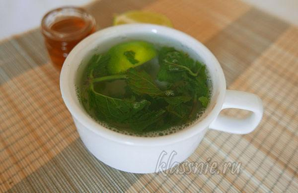 Чай из мяты с медом и лаймом