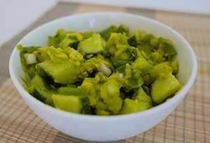 Салат с авокадо и луком