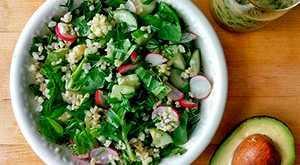 Салат из авокадо с киноа