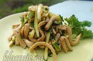 Салат с соевым мясом и огурцами