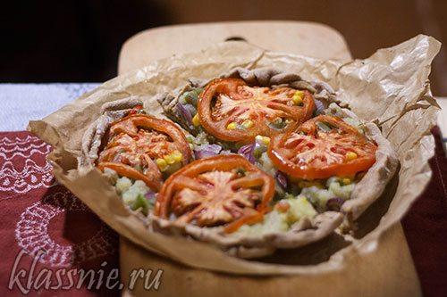 Пицца с картофелем, помидорами и сыром в духовке