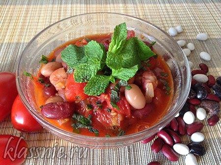 Фасоль в томатном соусе с мятой