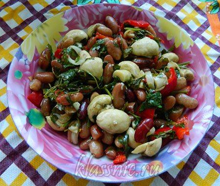 Салат с фасолью, шампиньонами и сладким перцем
