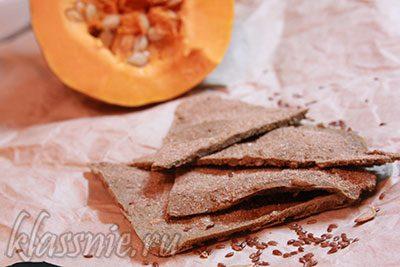 Хлебцы из льна и тыквы в духовке