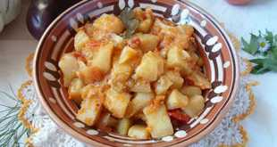 Картофель с овощами в мультиварке
