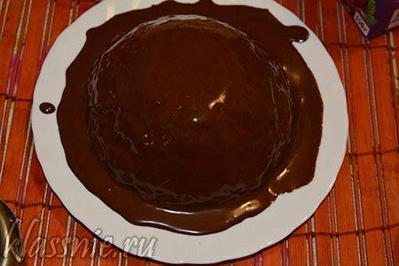 Политое печенье топленым шоколадом