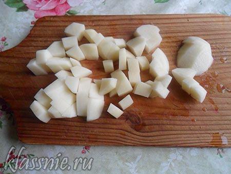 Картофель нарезать кубиком
