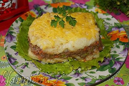 Картофельный пирог с чечевицей под сыром