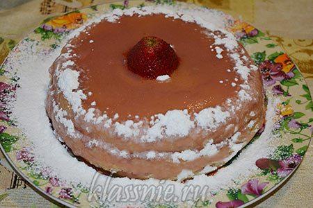 Бисквитный торт с клубникой и кремом из манки