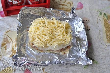 Поверх - тертый сыр