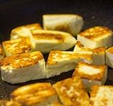 Адыгейский кубиками на сковороде