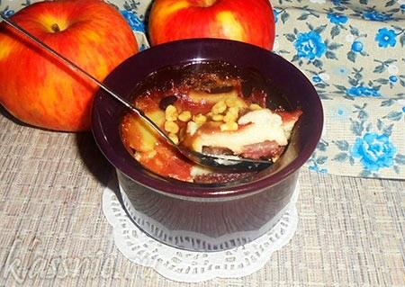 Пудинг из яблок с земляникой на соевом молоке