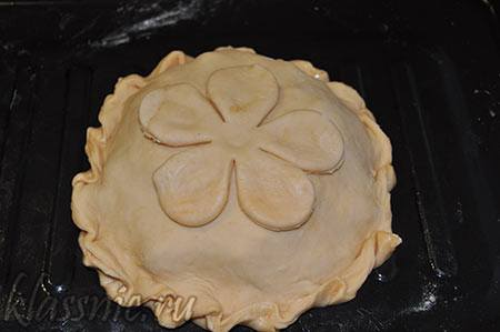 Пирог готов к выпеканию