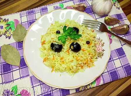 Рис с овощами в духовке: с маслинами, морковью и луком