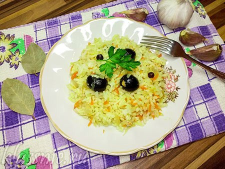 Рис с овощами в духовке в казанке: с маслинами и морковью