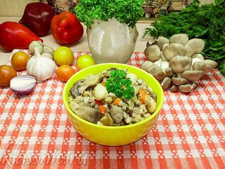 Каша перловая с морковью, луком и овощами