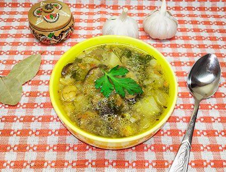 Суп из кукурузной крупы с кукурузой, грибами и овощами