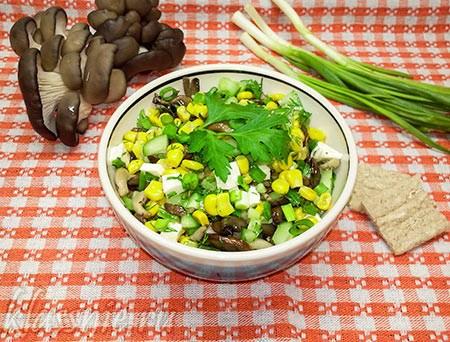 Салат с грибами и кукурузой, с огурцами и сыром
