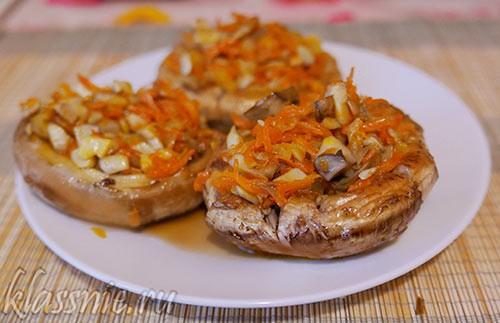 Шампиньоны с морковью и луком