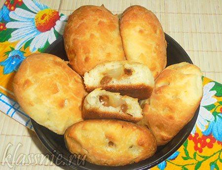 Постные пирожки с грушей и изюмом в духовке