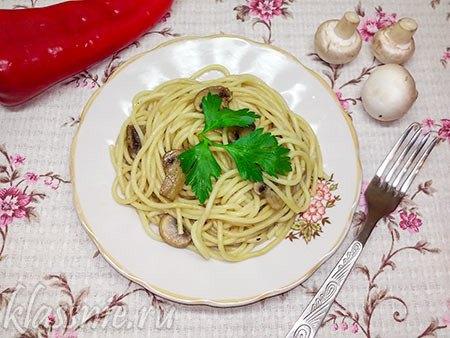 Спагетти с шампиньонами с соевым соусом