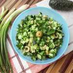 Салат из огурцов с оливками и сыром