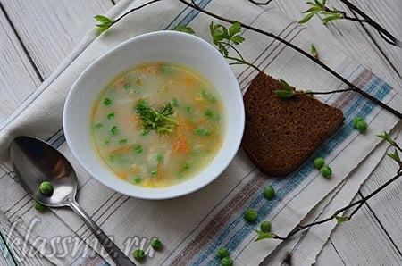 Весенний суп с зеленым горошком и овощами