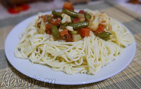 Спагетти с замороженными овощами под сыром